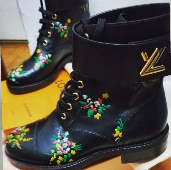 35905776ac6d Louis Vuitton Wonderland Boots - Rare